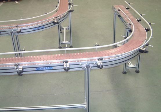 NT 300 20 - Slat chain conveyor / Material: POM / Width = 200 mm