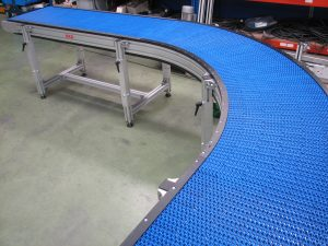 Modular plastic belt conveyor
