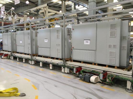 Linea de montaje de armarios eléctricos