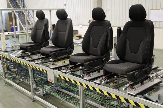 Seat assemblying line