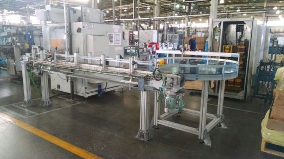 NT 760 10 - Accumulation table with slat chain conveyor