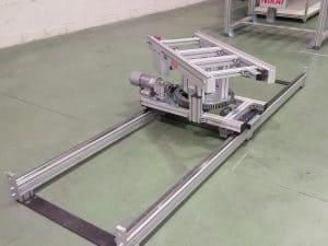 Accumulation roller conveyor shuttle with 180º turn