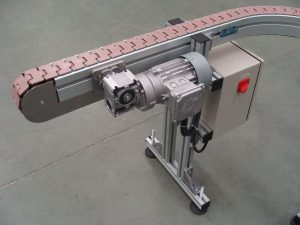 Low friction slat chain conveyor